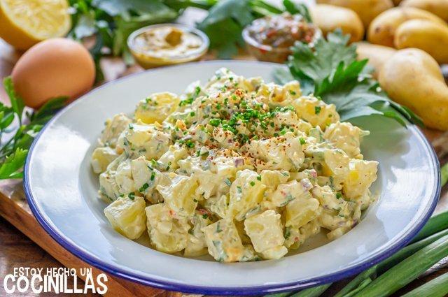 Ensalada de patata americana (con huevo, apio y mayonesa)