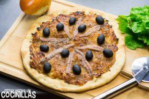 Pissaladière (pizza con cebolla caramelizada y anchoas)