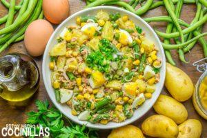Ensalada de patata con atún, judías verdes y huevo