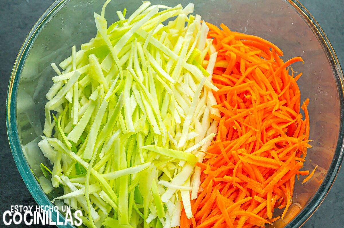 Ensalada de col americana o coleslaw (cortar en juliana)
