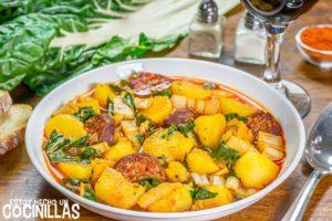 Guiso de patatas con chorizo y acelgas