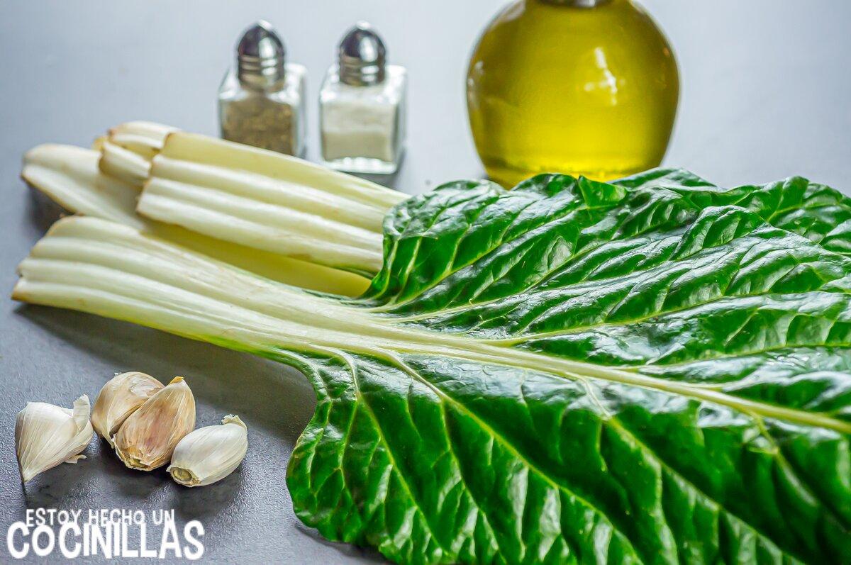 Ingredientes de las acelgas al ajillo o acelgas rehogadas con ajo