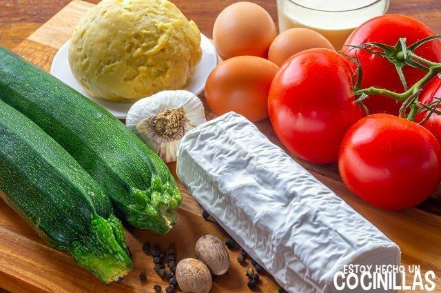 Ingredientes de quiche de calabacín, tomate y queso de cabra