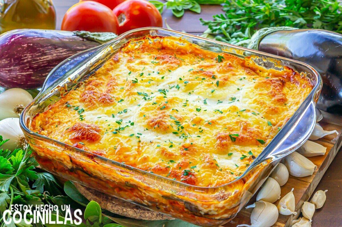Lasaña de berenjena, carne picada y queso (reposo)