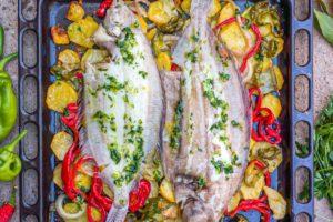 Lenguadina al horno con patatas y pimientos