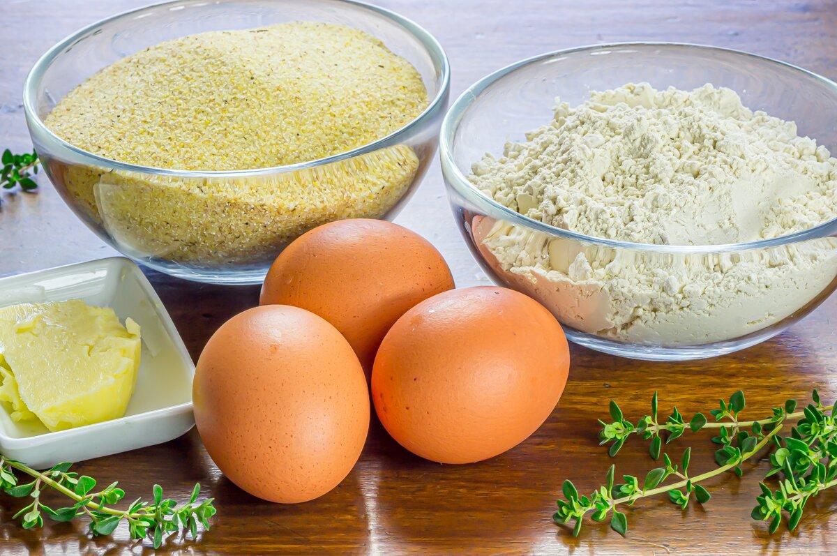 Pasta fresca casera con mantequilla, tomillo, ajo y queso (ingredientes)