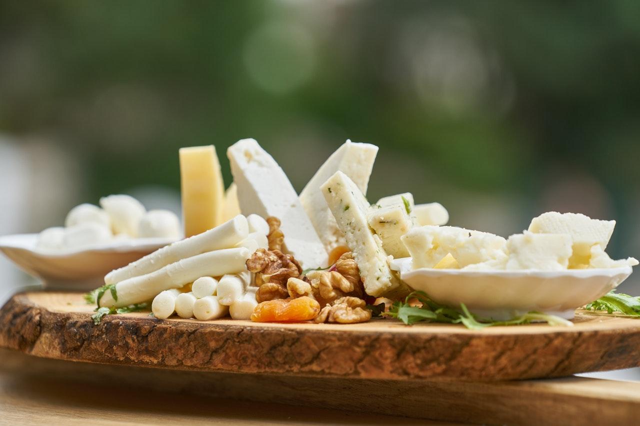 Tabla de quesos con queso curado