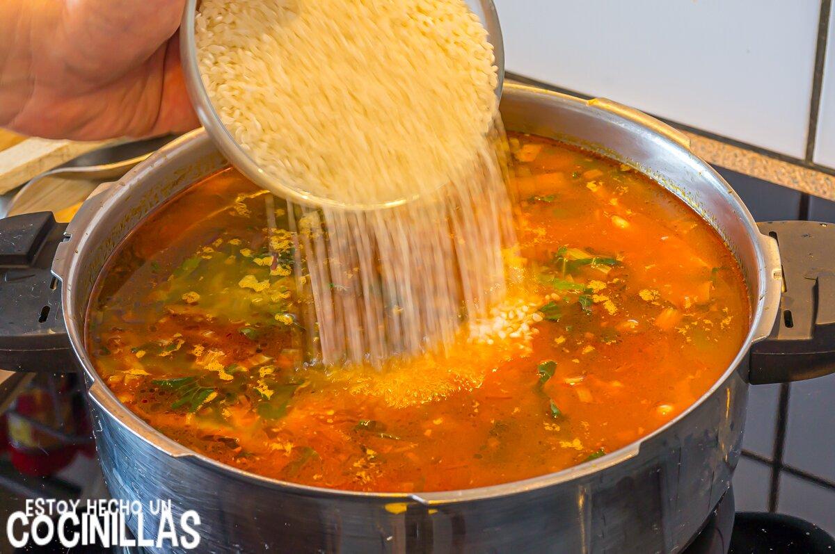 Arroz con acelgas (echar el arroz)
