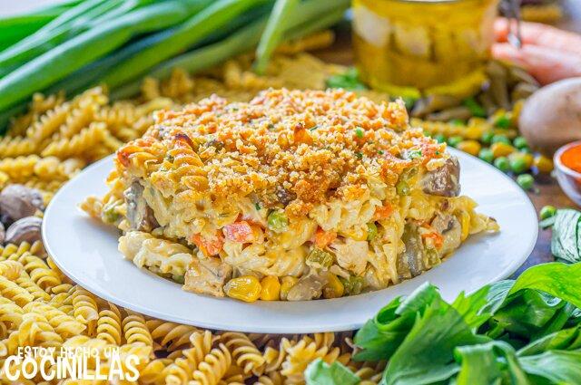 Cómo hacer pasta al horno con atún y verduras (tuna noodle casserole)
