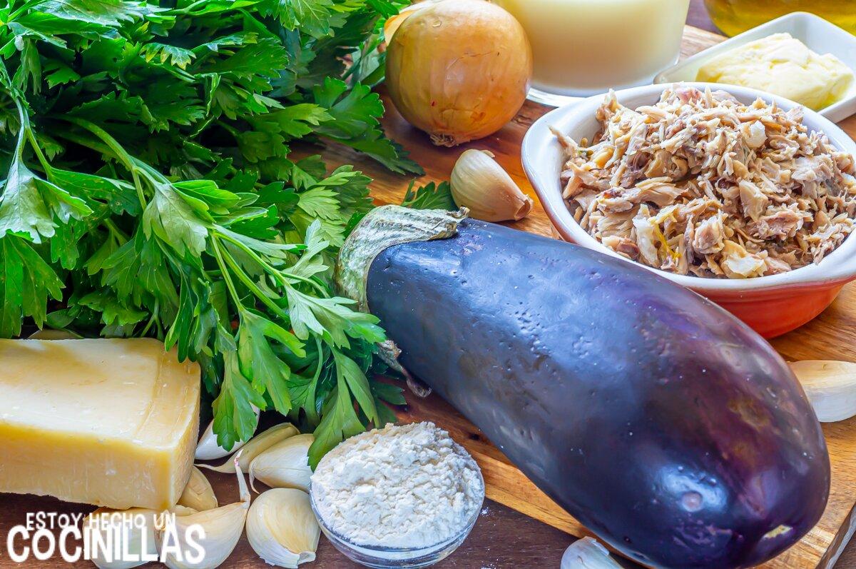 Ingredientes de berenjenas rellenas de pollo con bechamel y queso