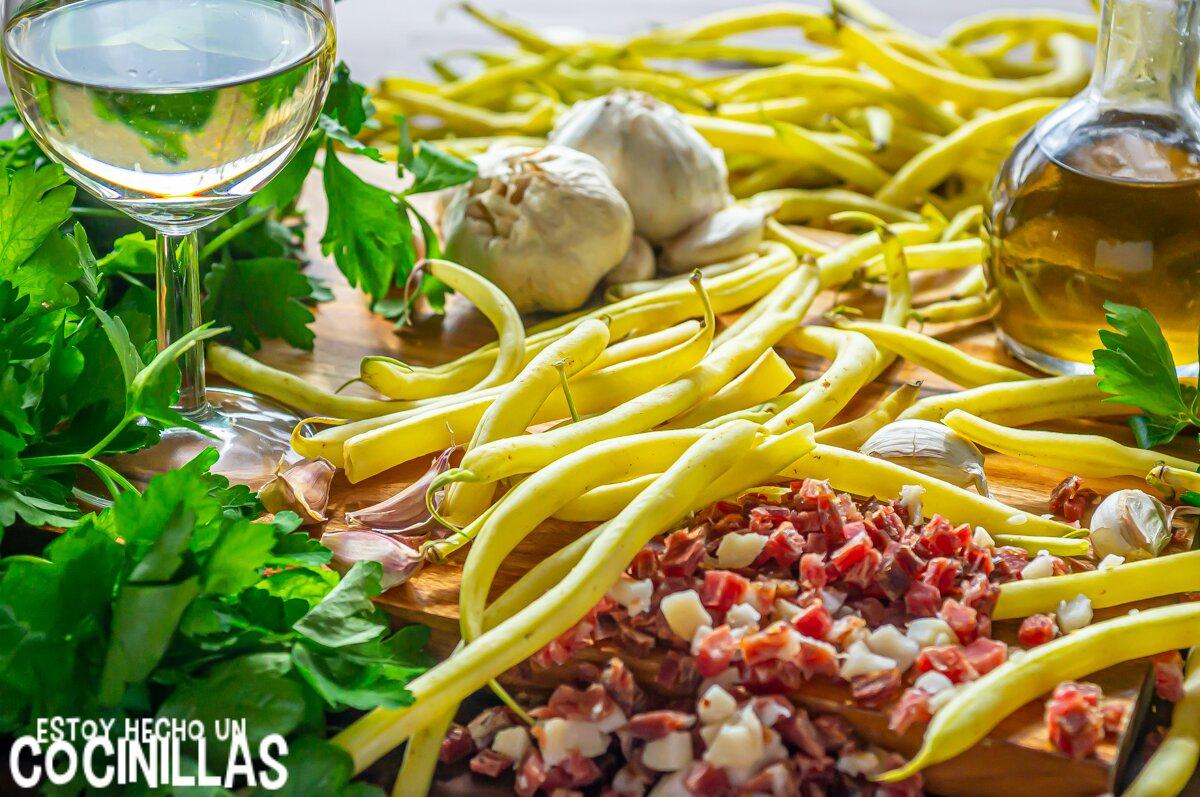 Ingredientes para judías amarillas o judías manteca rehogadas con jamón