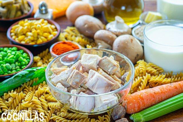 Ingredientes para pasta al horno con atún y verduras (tuna noodle casserole)