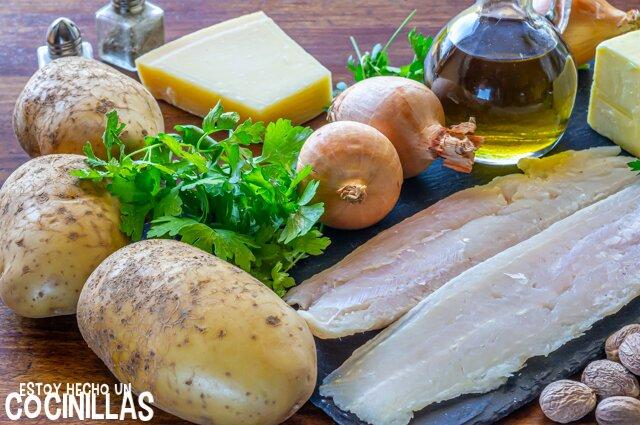 Ingredientes para pastel de pescado y patata (parmentier de pescado).
