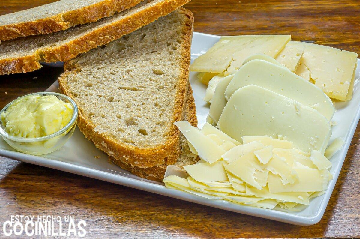 Ingredientes sándwich de queso fundido a la plancha estilo americano