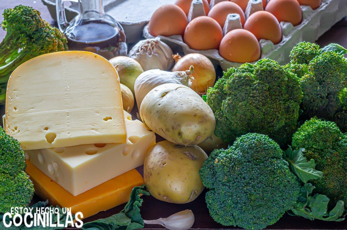Ingredientes para tortilla de patatas y brócoli rellena de queso