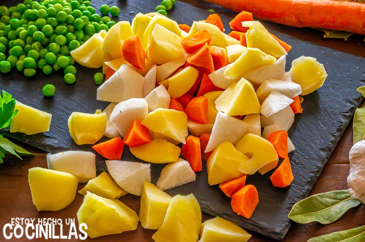 Patatas y verduras para el ragout de pavo