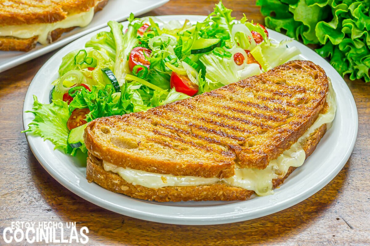 Sándwich de queso fundido a la plancha estilo americano