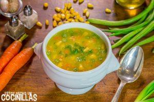 Sopa china de maíz con verduras