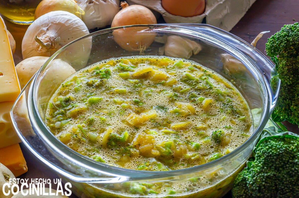 Tortilla de patatas y brócoli rellena de queso (mezcla)