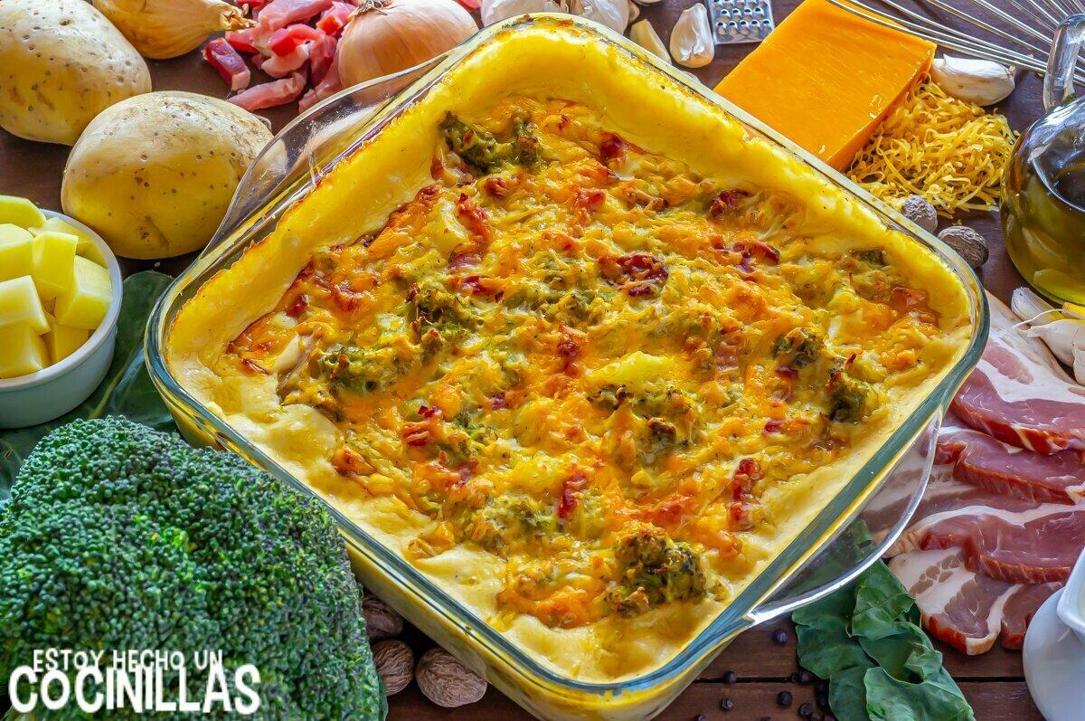 Brócoli con bechamel de queso, patatas y baco