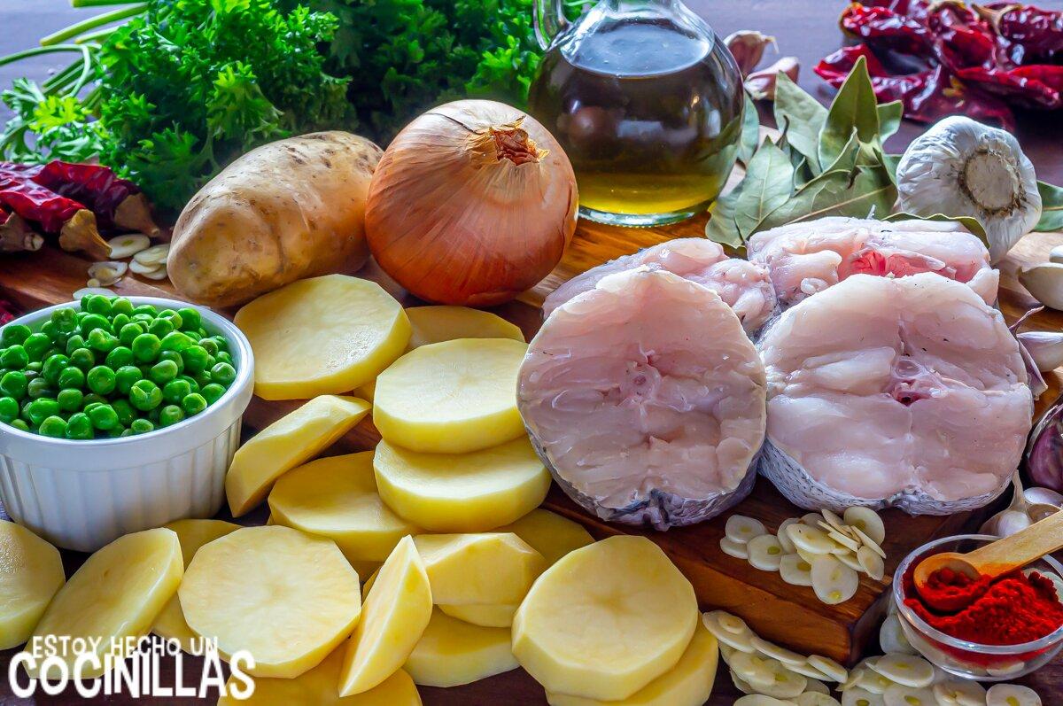 Ingredientes para merluza a la gallega con patatas y guisantes