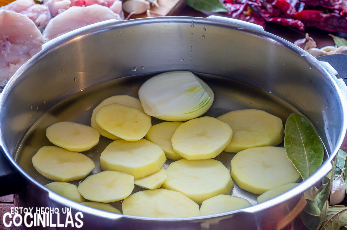 Merluza a la gallega (cocer las patatas)