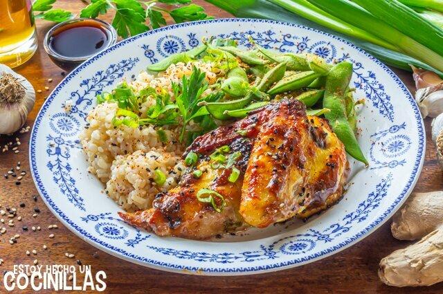Pollo al horno marinado con soja, ajo y jengibre