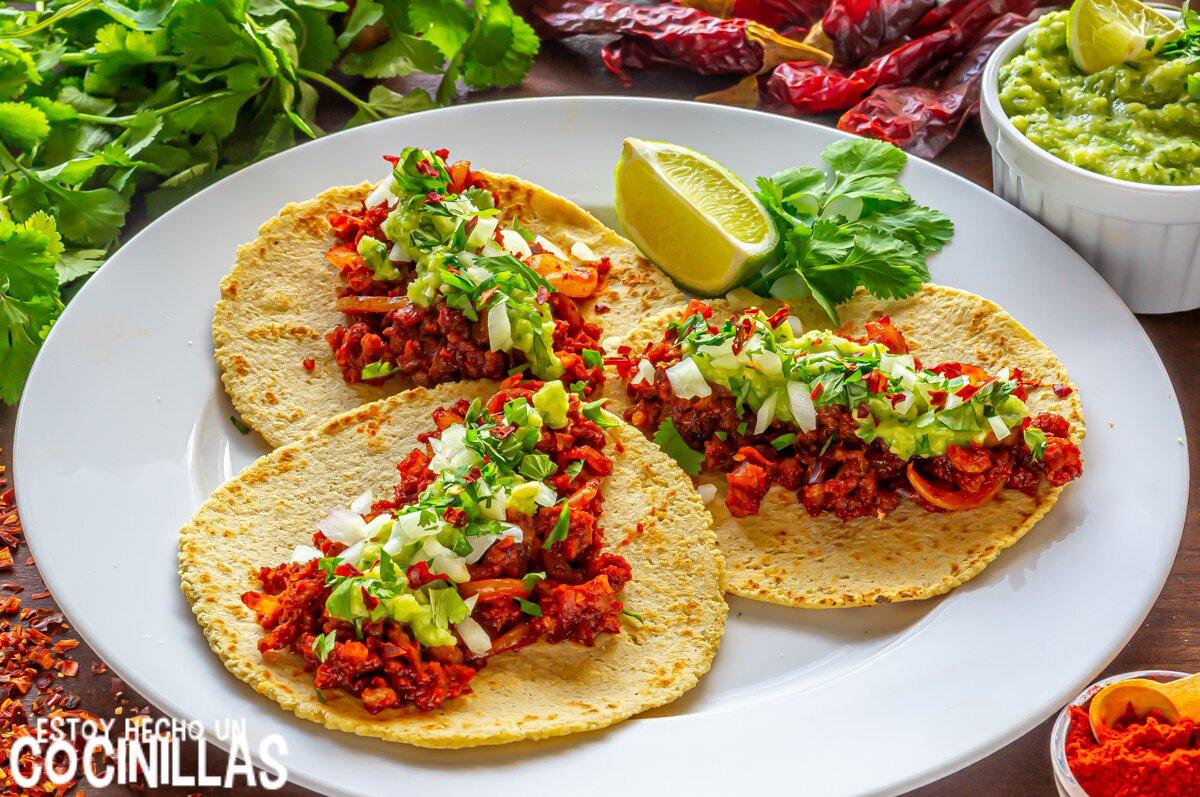 Tacos de chorizo con salsa verde