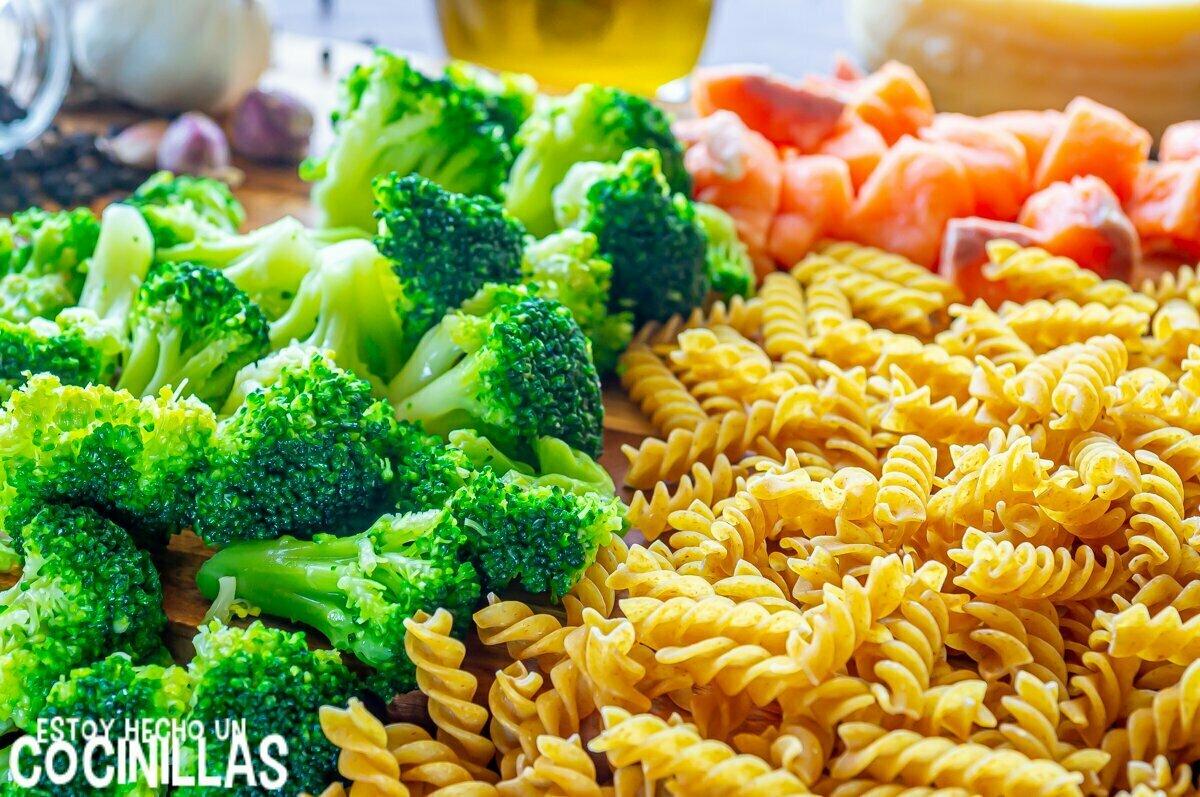 Ingredientes pasta con salmón y brócoli