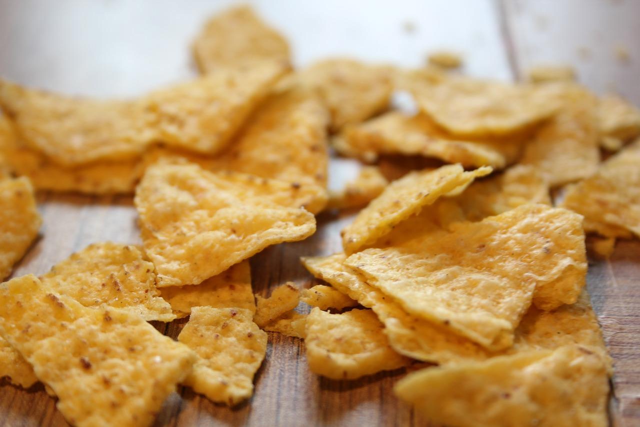 Nachos, totopos o triángulos de maíz