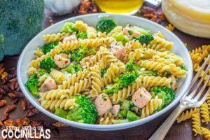 Pasta con salmón y brócoli