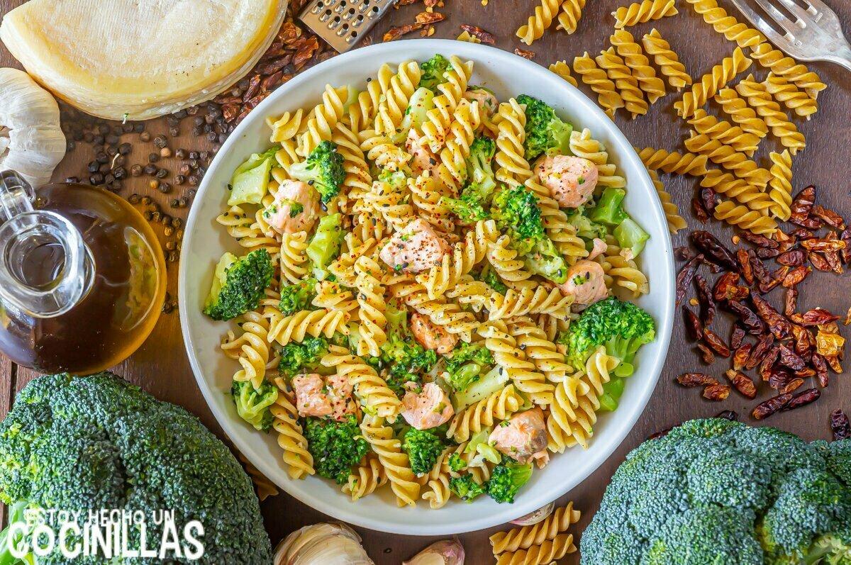 Receta de pasta con salmón y brócoli