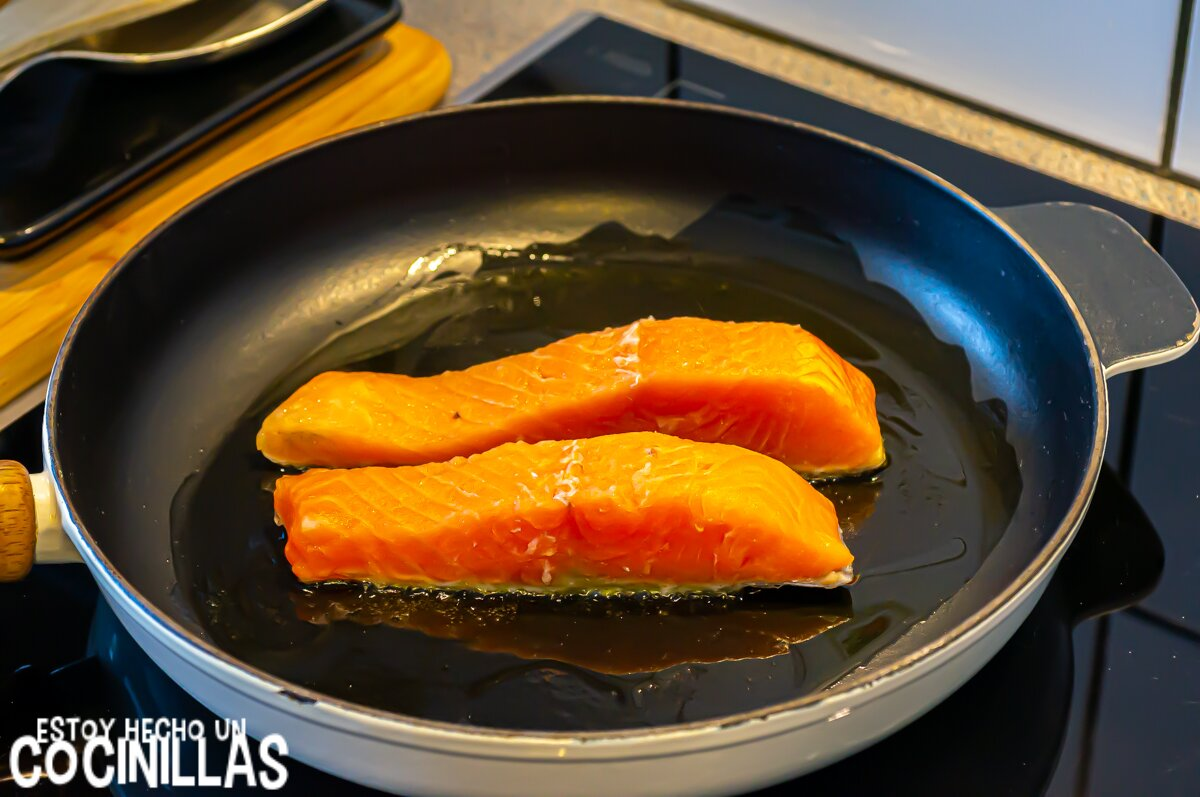 Salmón a la naranja con eneldo (dorar lado piel)