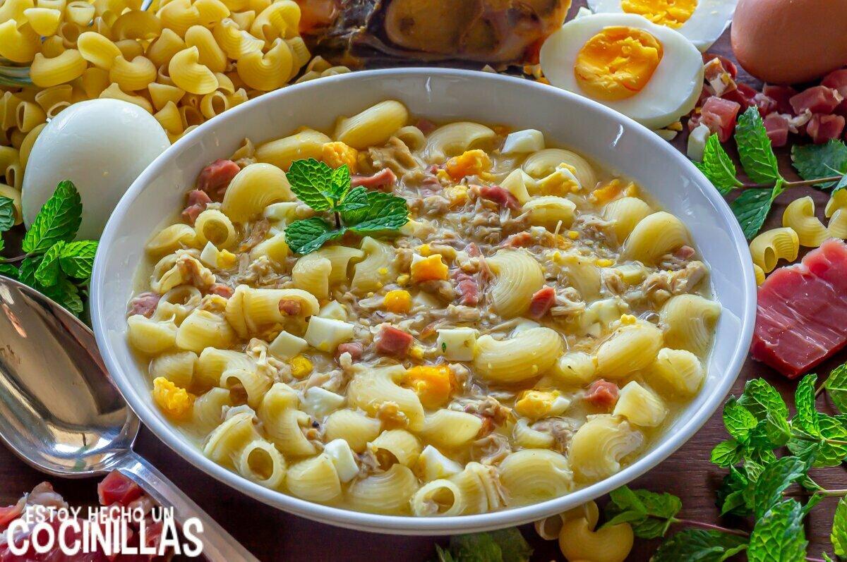 Sopa de picadillo con pollo jamón y huevo