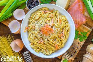 Espaguetis carbonara de salmón