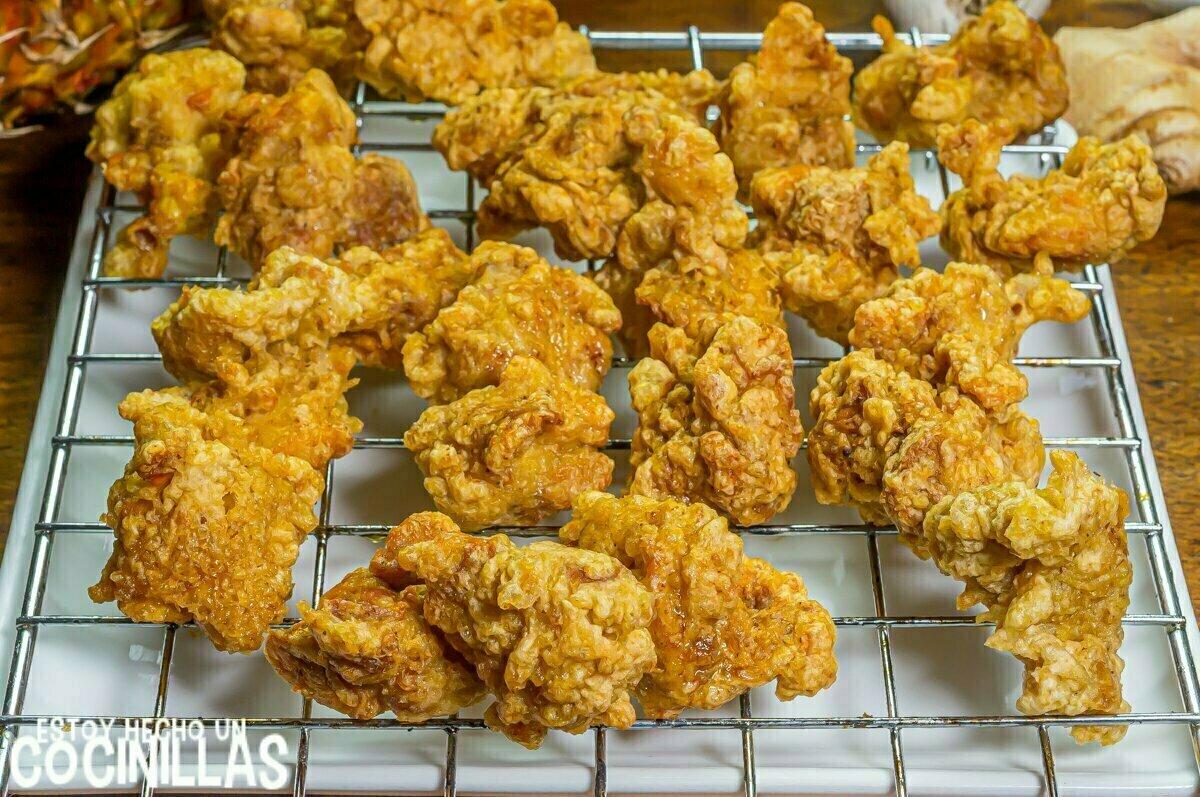 Fritura pollo con piña estilo chino