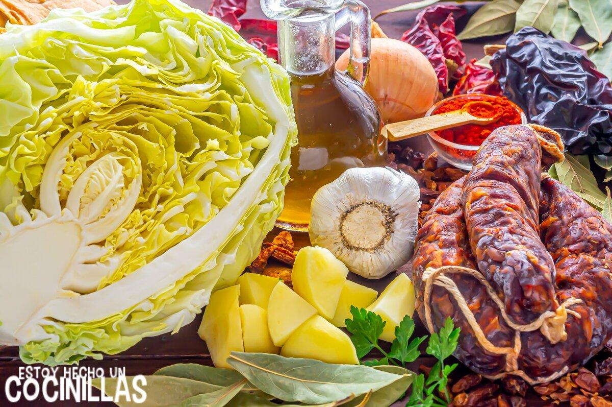 Ingredientes del guiso de patatas con col y chorizo