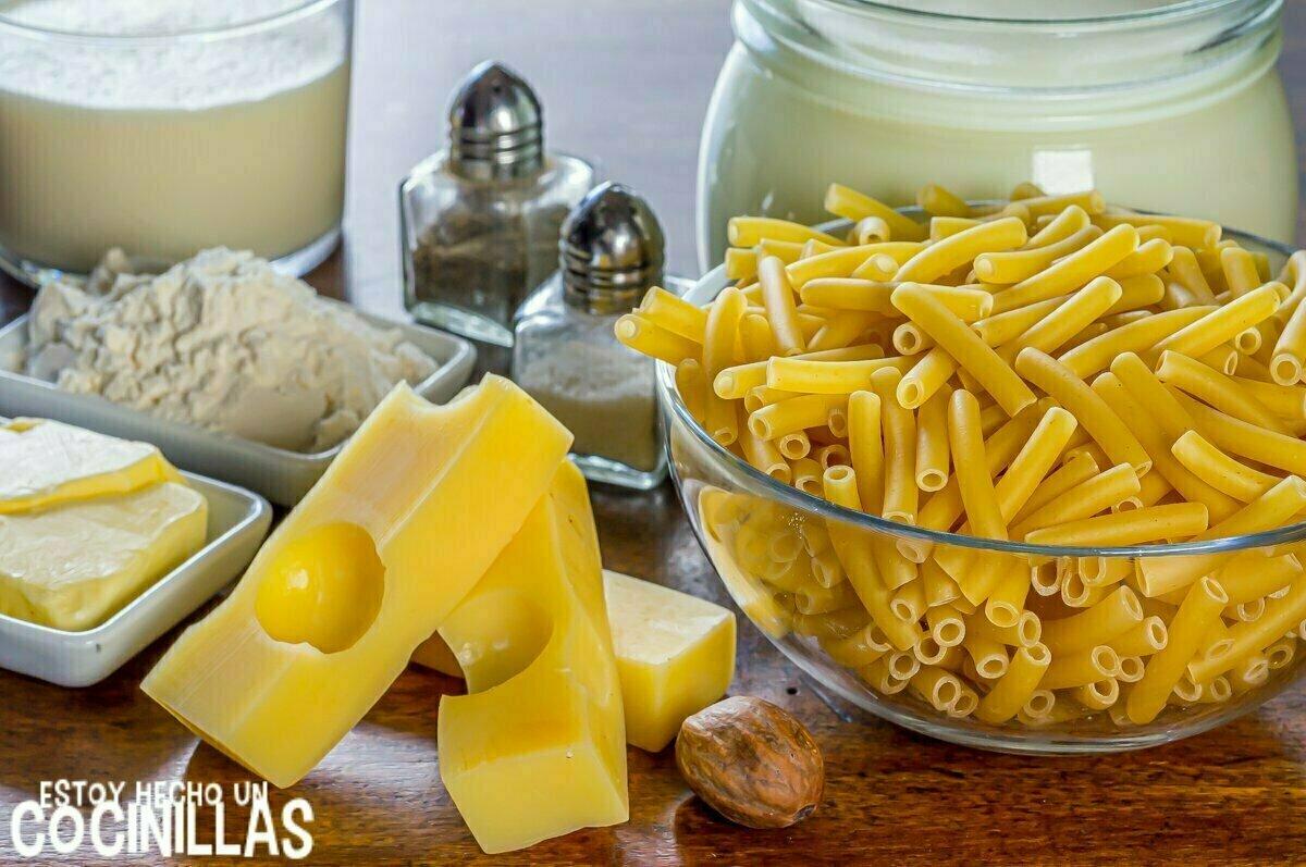 Ingredientes macarrones gratinados con bechamel y queso al horno