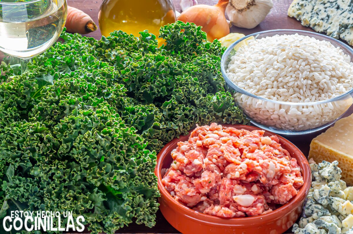 Ingredientes para risotto de salchichas con kale y queso azul