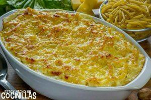 Macarrones gratinados con bechamel y queso al hono
