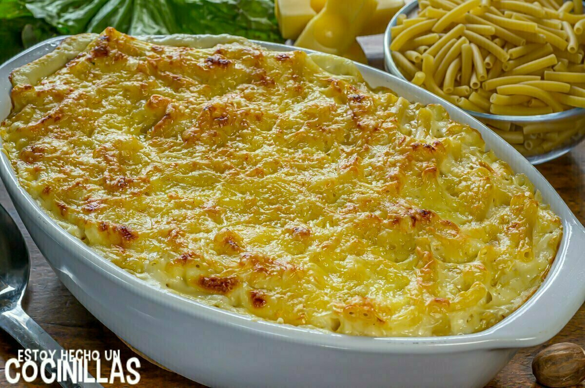 Macarrones gratinados con bechamel y queso al horno
