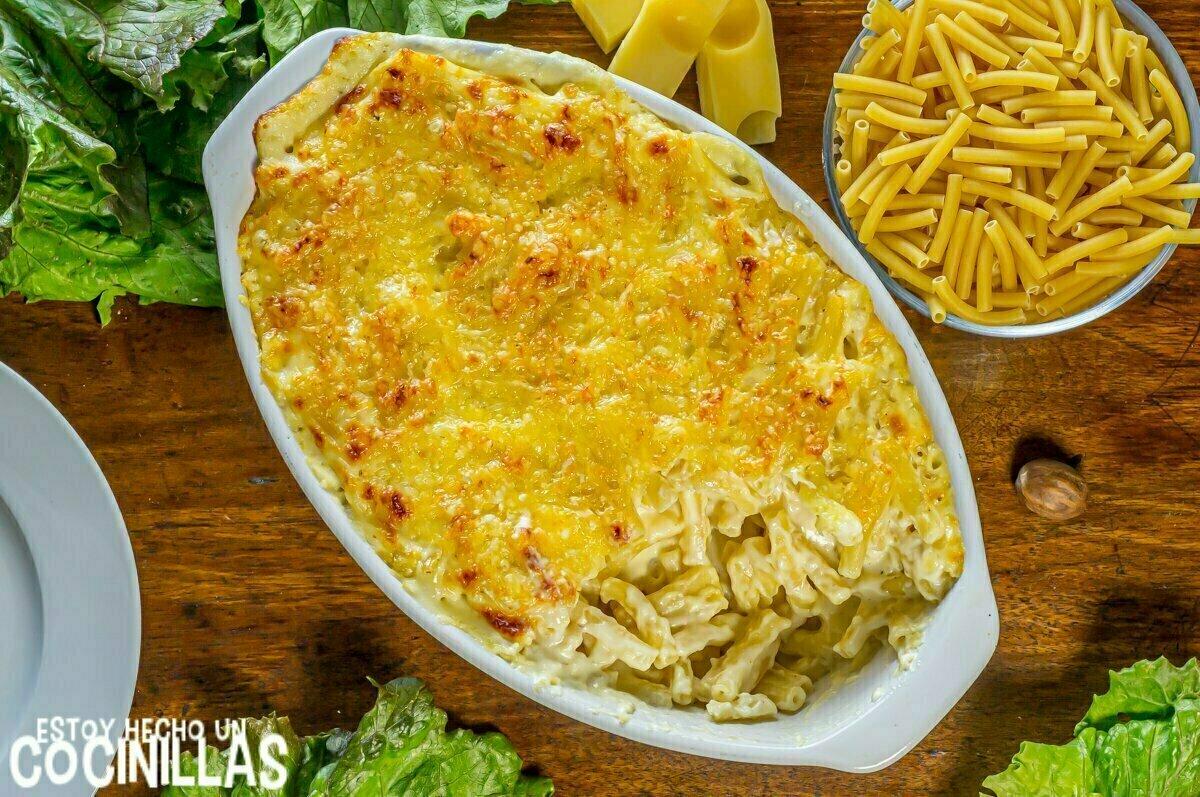 Receta de macarrones gratinados con bechamel y queso al horno