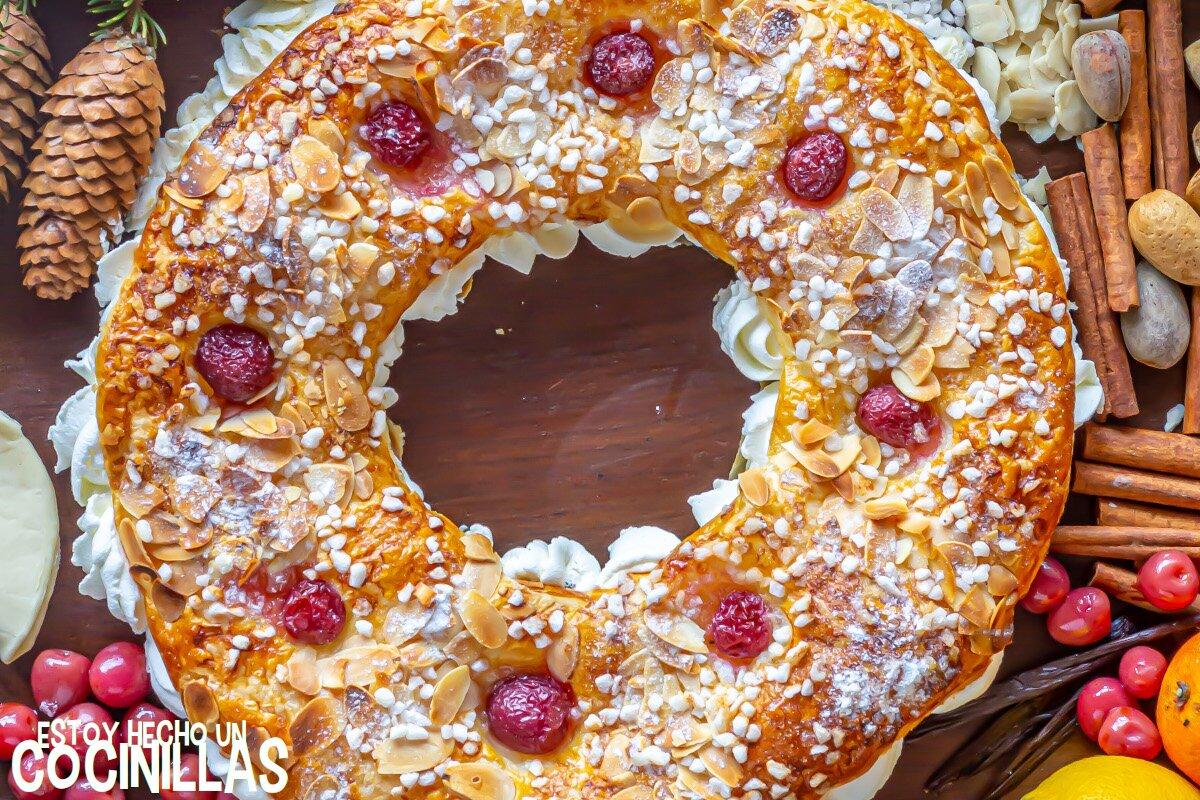 Receta roscón de reyes de hojaldre con nata y almendras