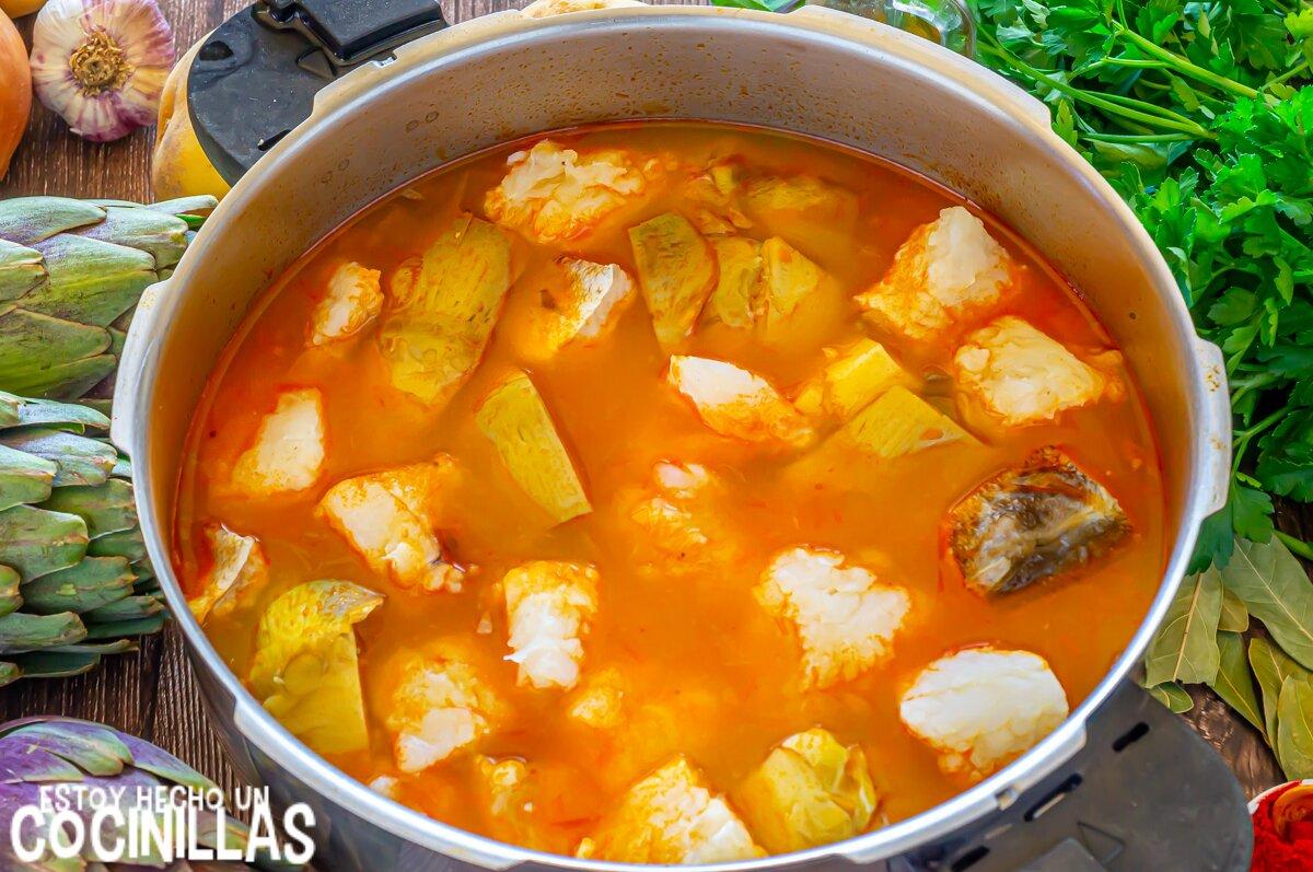 Cómo hacer guiso de patatas con bacalao y alcachofas