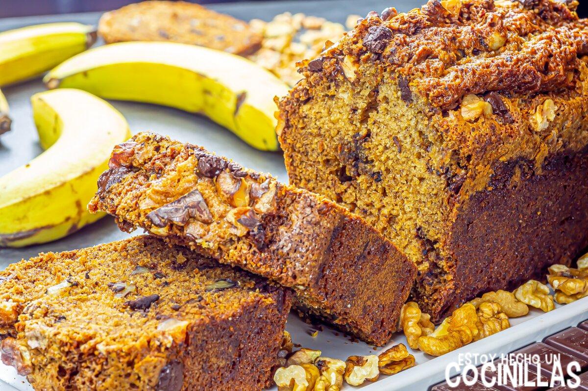 Bizcocho de plátano, chocolate y nueces (banana bread)