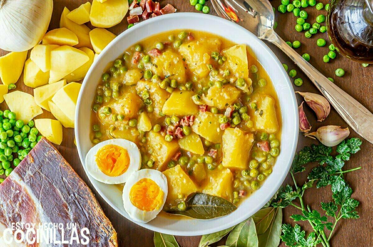 Cómo hacer guiso de patatas con guisantes y jamón