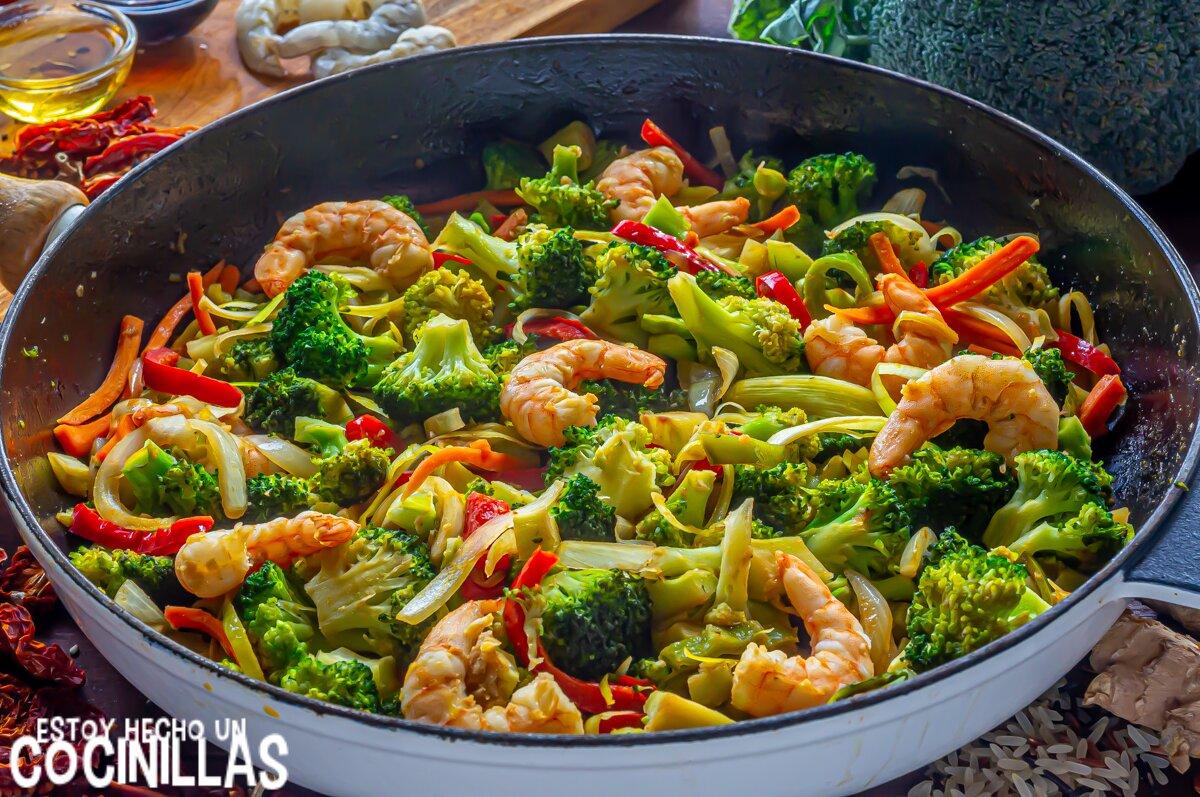 Cómo hacer wok de verduras y gambas