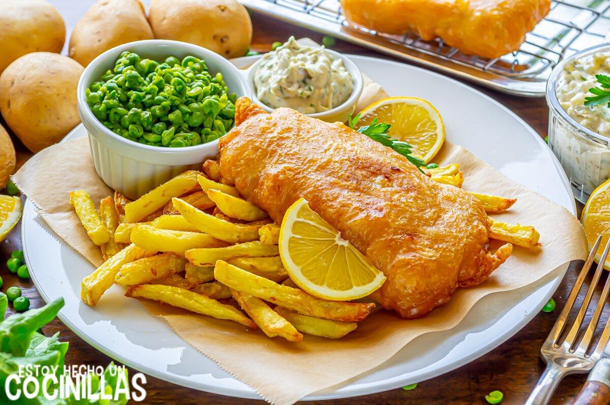 Fish and chips con rebozado crujiente de cerveza