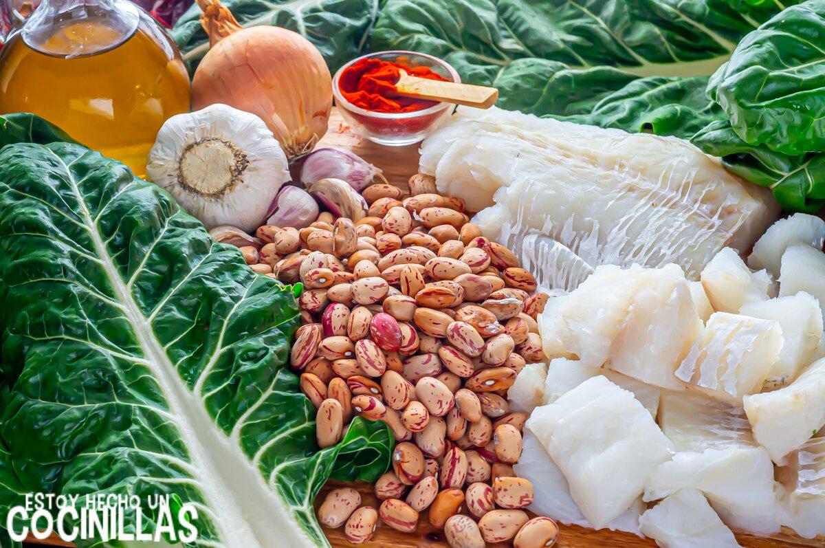 Ingredientes para hacer alubias pintas con bacalao y acelgas en potaje