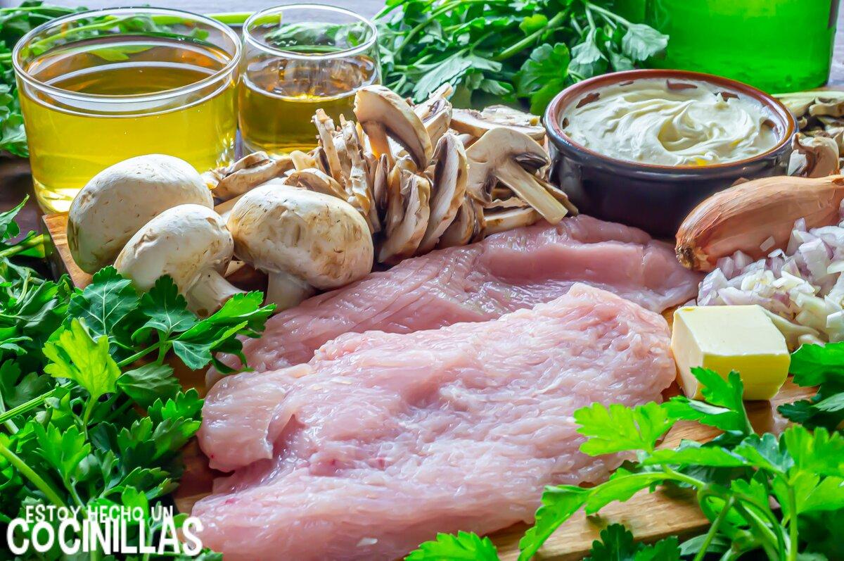 Ingredientes filetes de pavo en salsa de champiñones, requesón y sidra